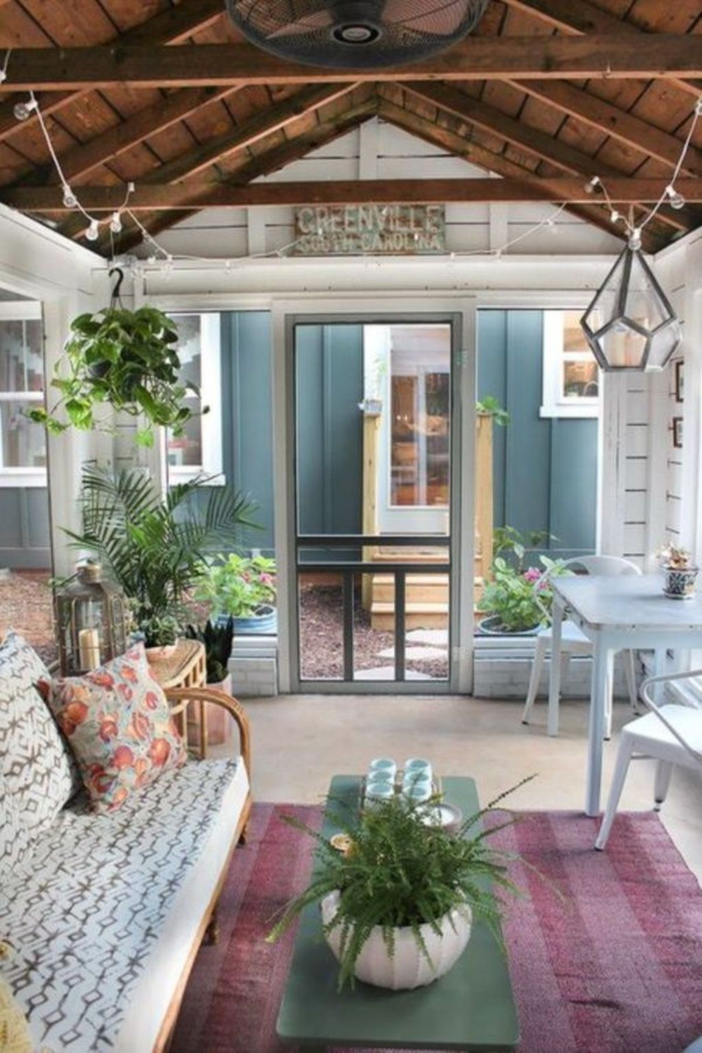 Charming Small Sunroom Decorating Ideas You Must Try 25