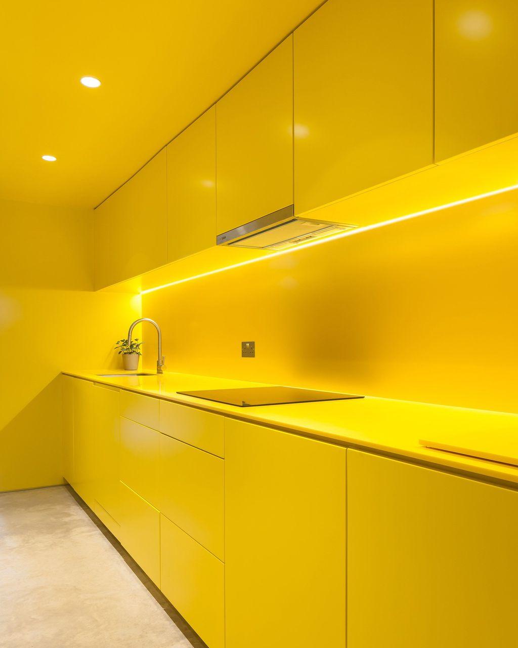 Charming Yellow Interior Design Ideas Best For Summer 35