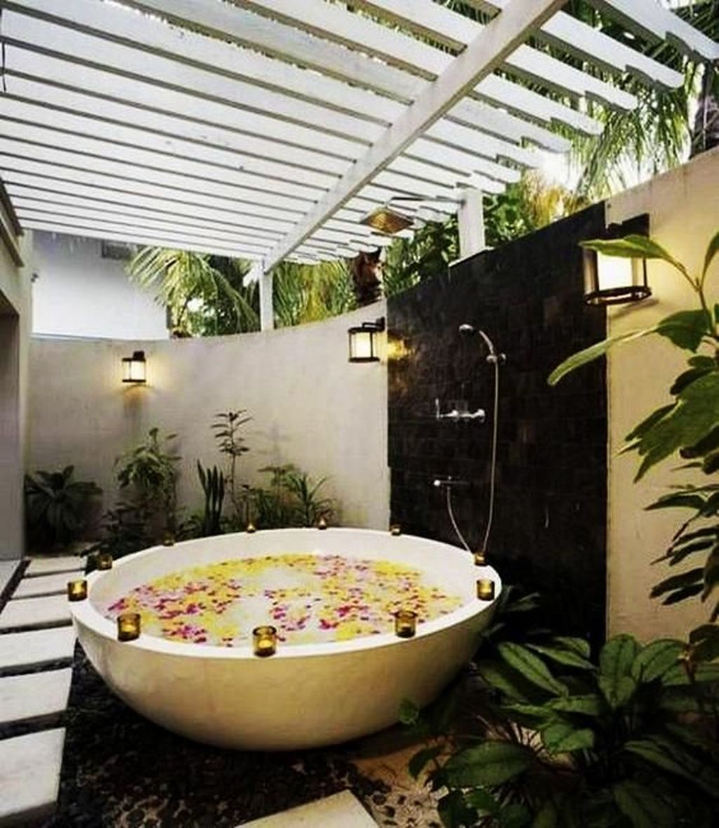 Creative Outdoor Bathroom Design Ideas For Enjoying Summer 08