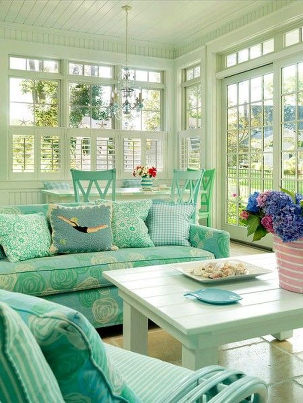 Gorgeous Modern Sunroom Design Ideas To Relax In The Summer 08