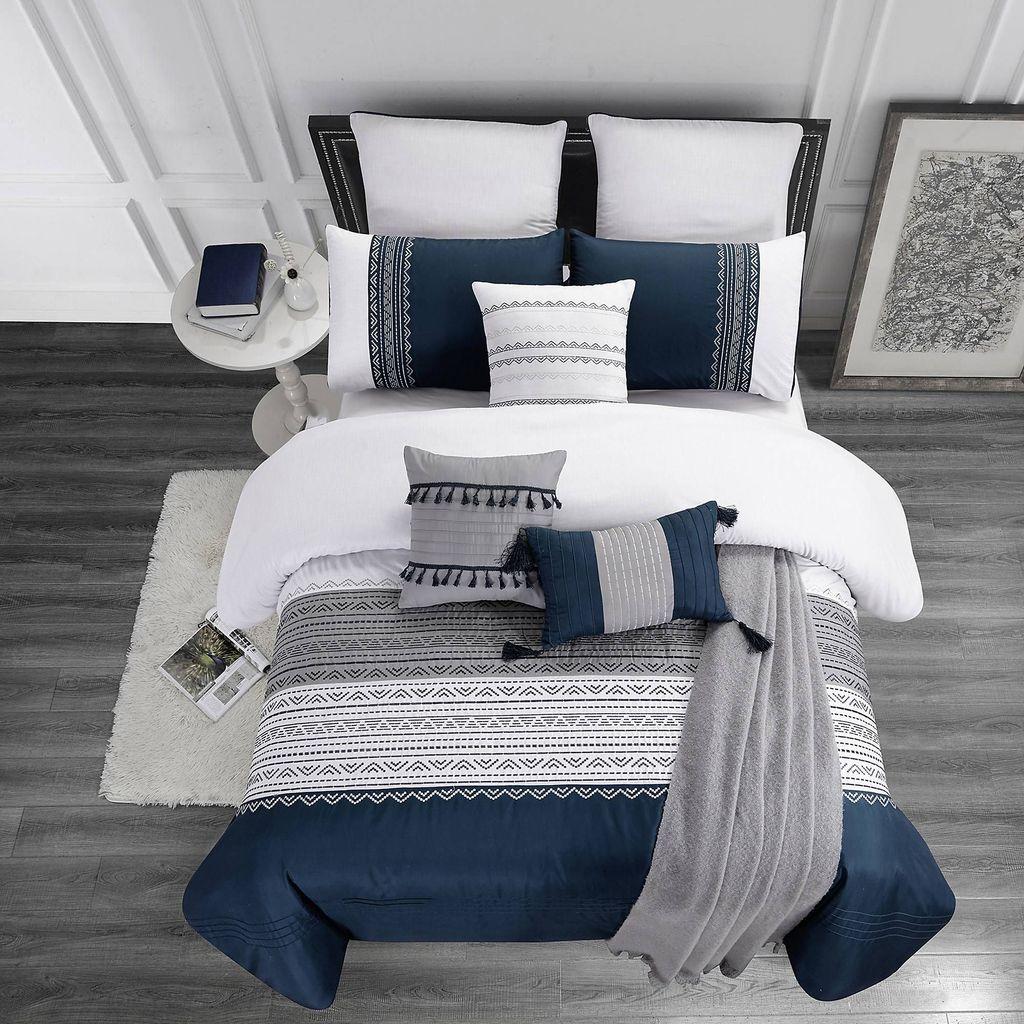 Inspiring Navy Blue Bedroom Decor Ideas You Should Copy 07