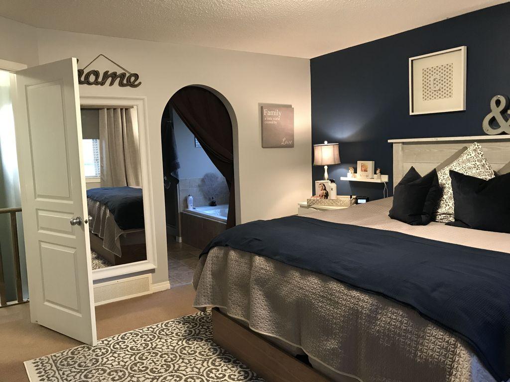Inspiring Navy Blue Bedroom Decor Ideas You Should Copy 33