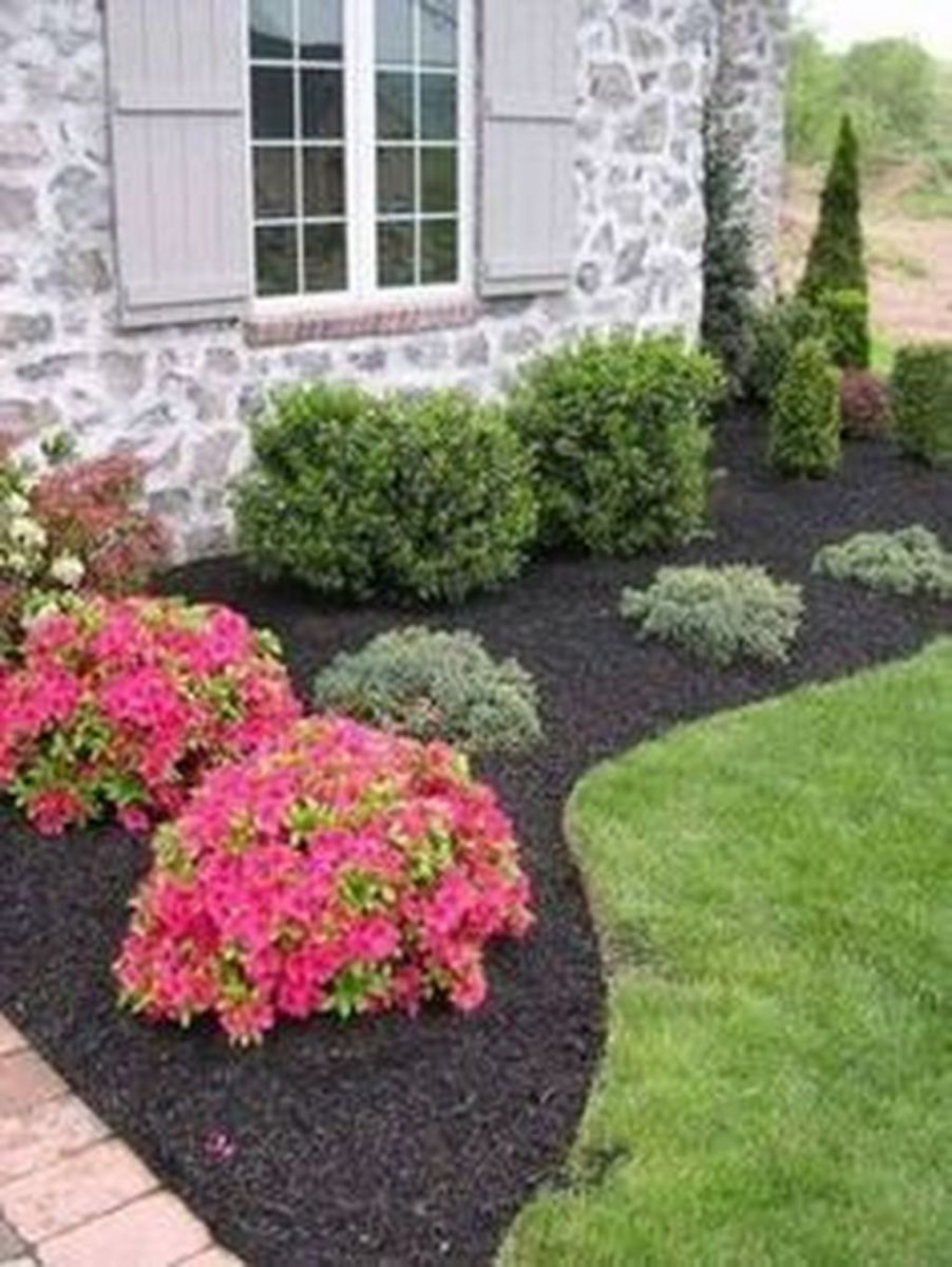 Lovely Flower Beds Design Ideas In Front Of House 05