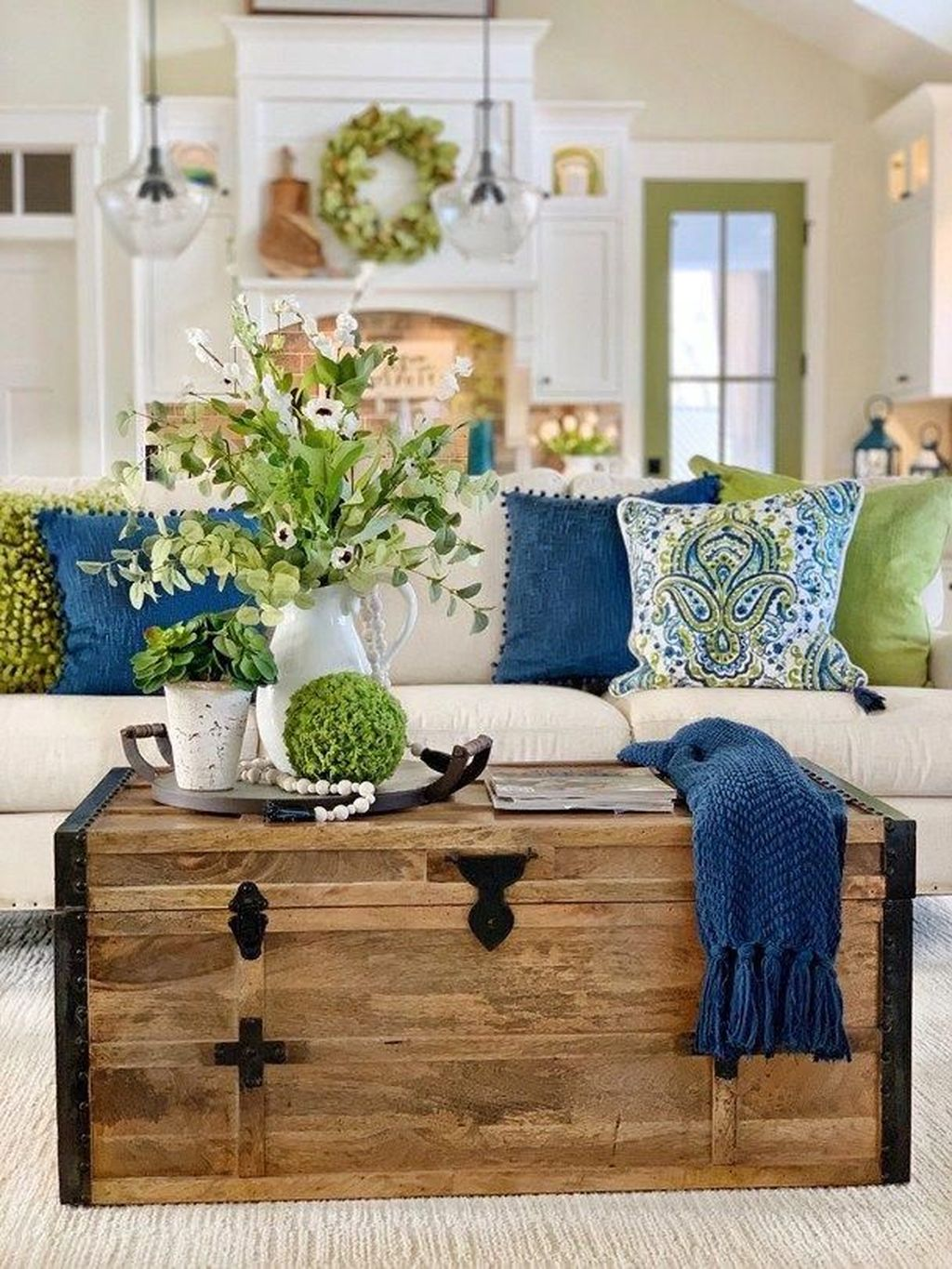 Popular Spring Living Room Decor Ideas 33
