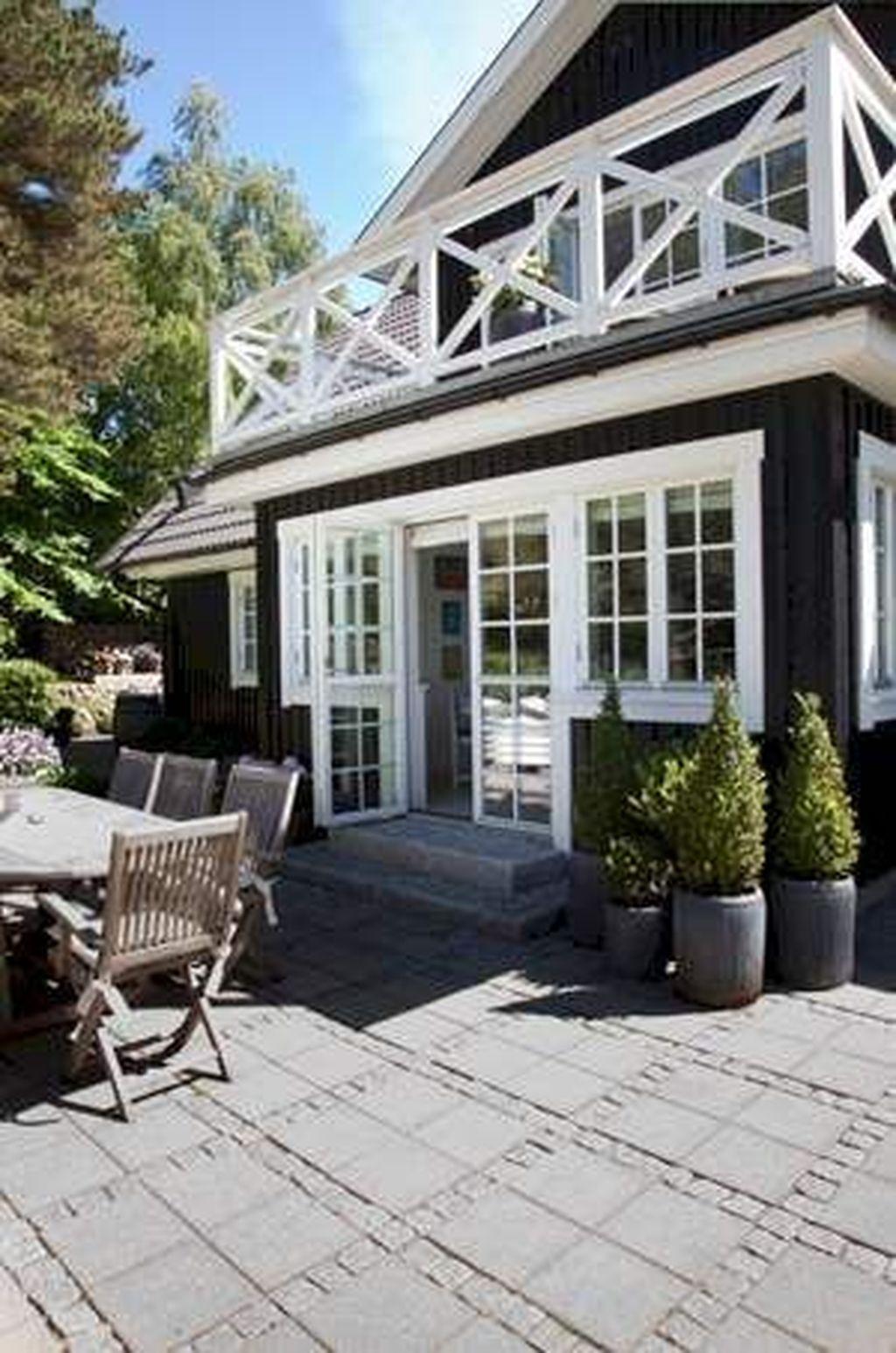Stunning Summer House Colors Exterior Ideas 30