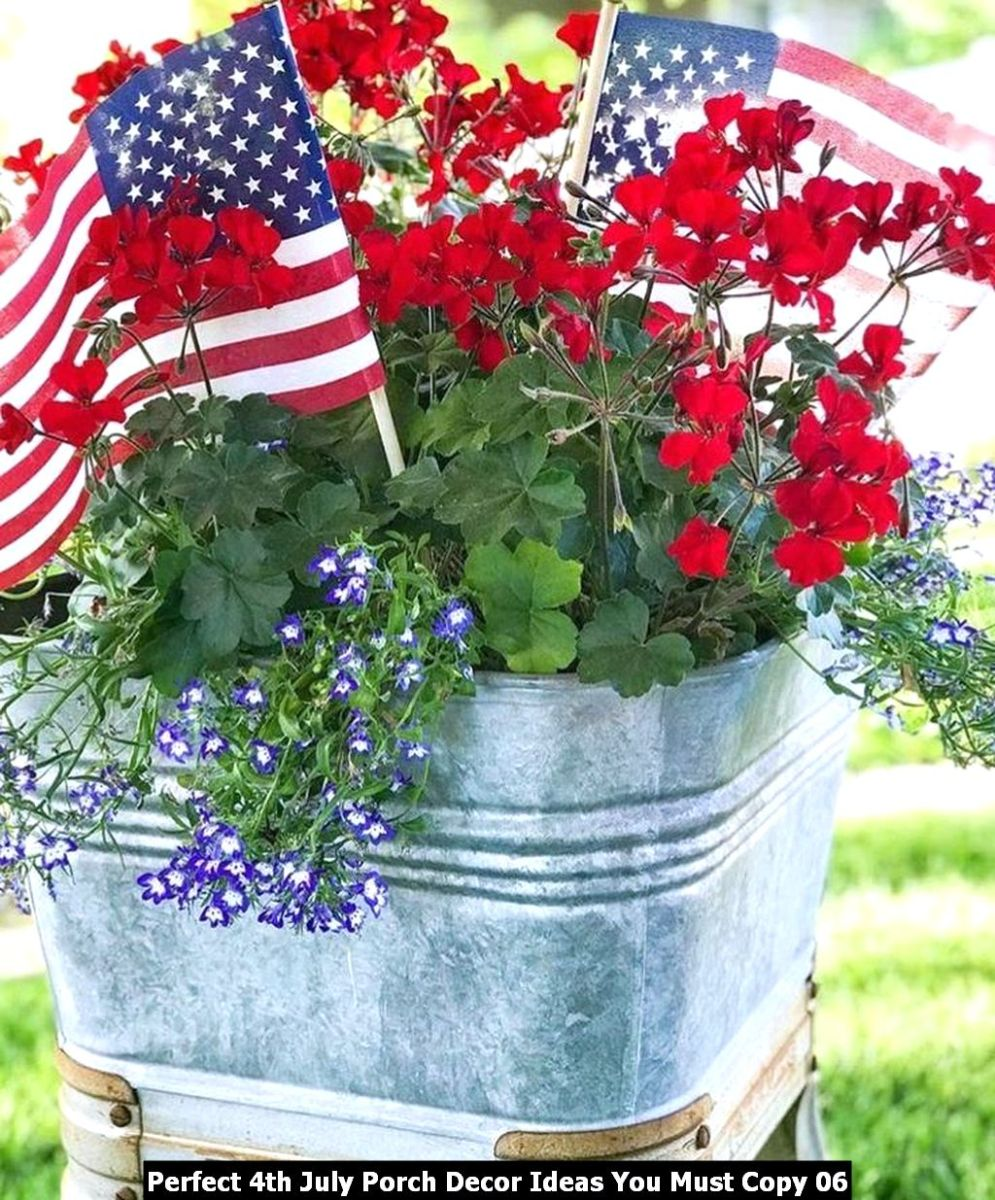 Perfect 4th July Porch Decor Ideas You Must Copy 06