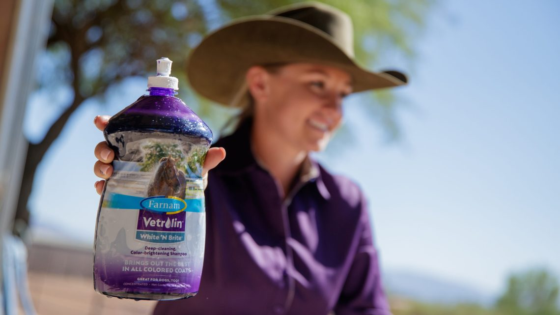Farnam, your partner in horse care™ has unveiled new easy-to-hold bottles with a fresh new look for Vetrolin® Bath and Vetrolin® White 'N Brite™ shampoos.