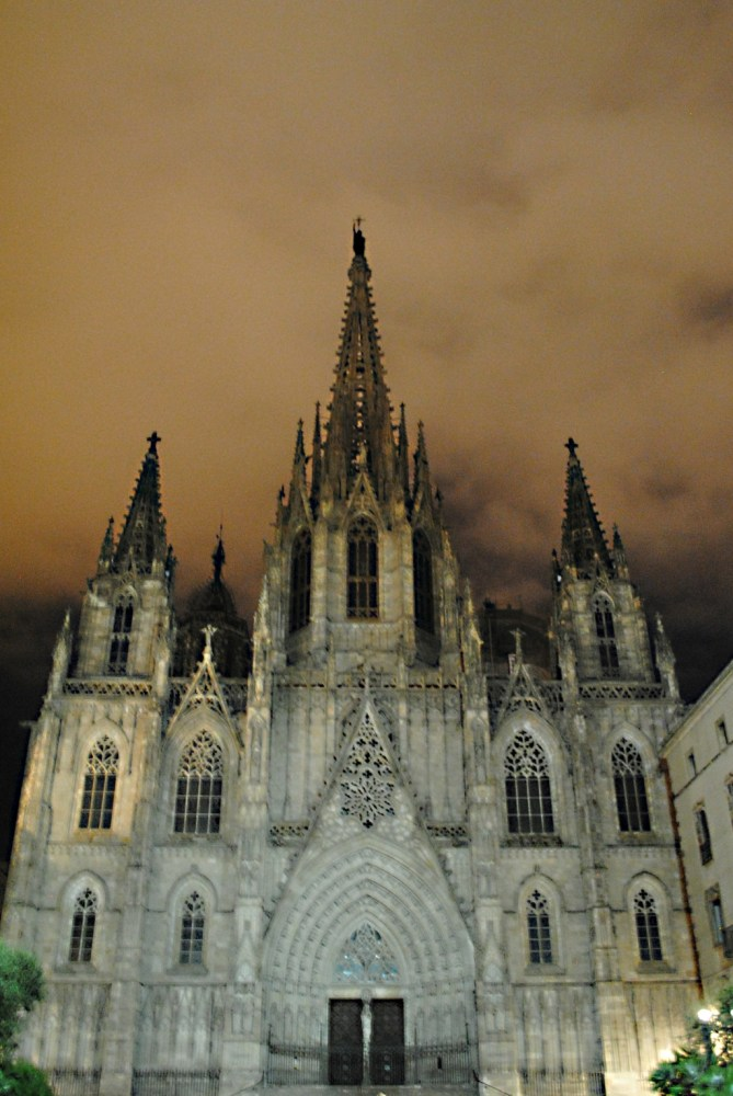 Dinner, Spanish Nighttime and other Oddities of Spain (4/5)