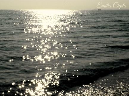 światło na morzu-sign