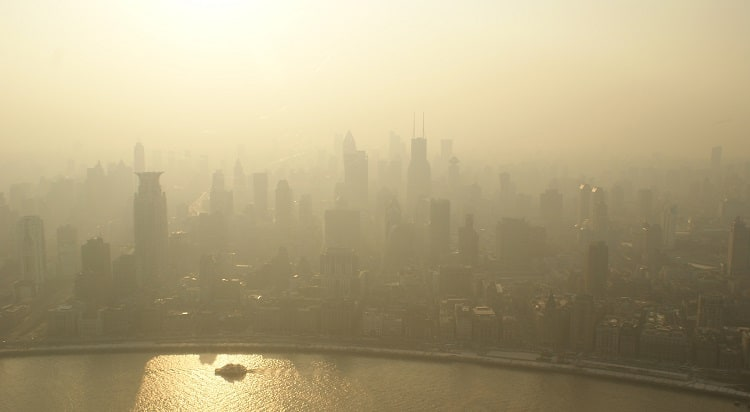 Najbardziej zanieczyszczone miasta UE według WHO: Polska na czele listy
