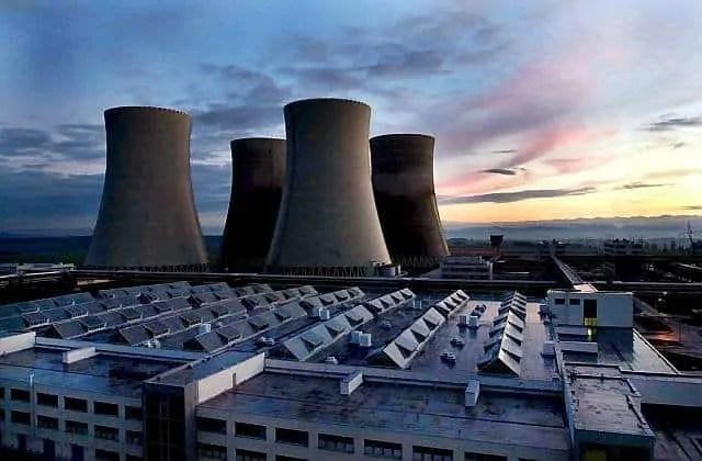Jak zachować równowagę między OZE a siłowniami atomowymi?