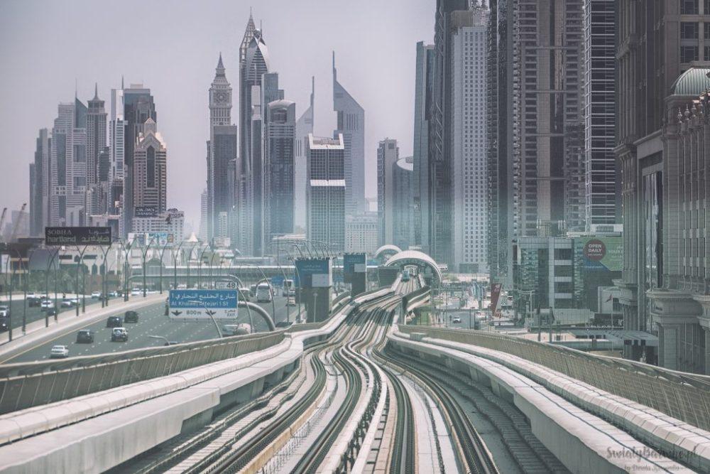 Widok z dubajskiego metra