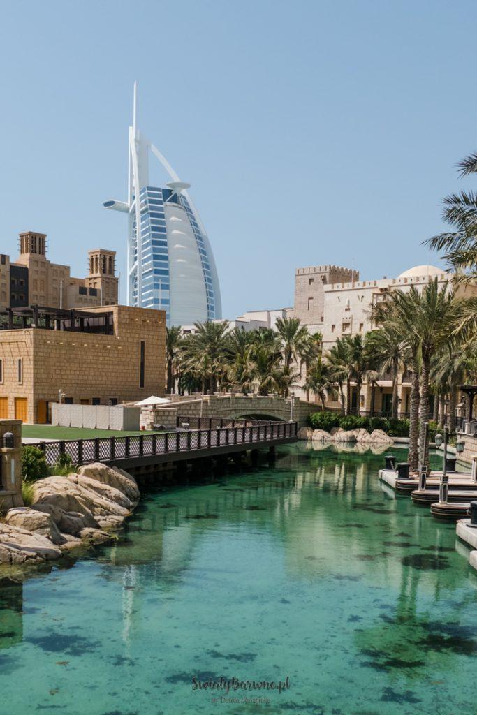 Madinat Jumeirah i widok na Burj Al Arab