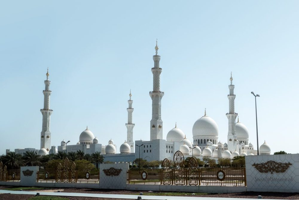 Meczet Sheikh Zayed widziany z zewnątrz