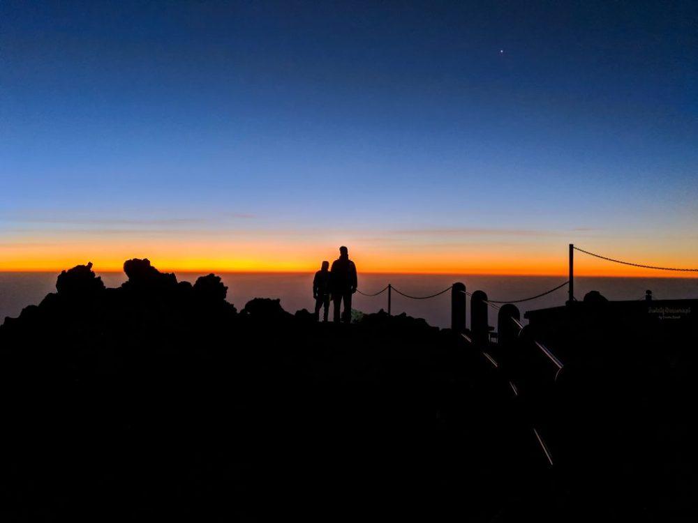 Droga na szczyt Teide o wschodzie słońca