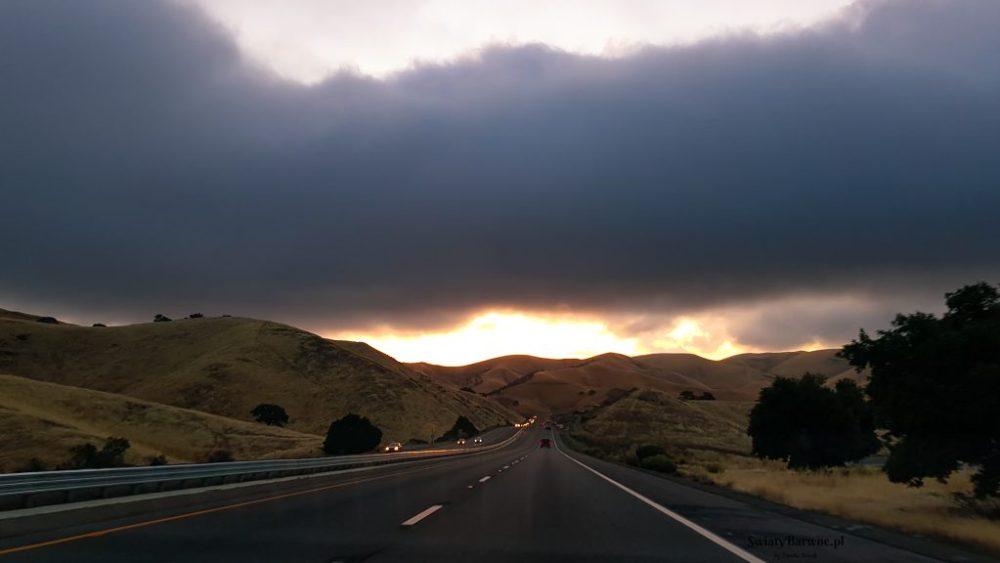 Wschód słońca na trasie do Los Angeles