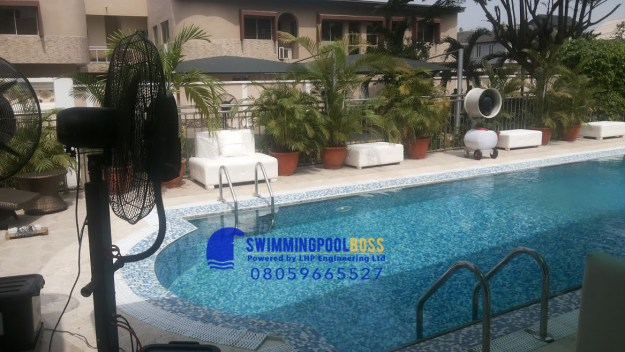 swimming pool remodeling contractor