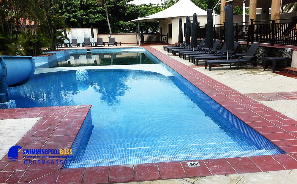 swimming pool cleaning and maintenance service