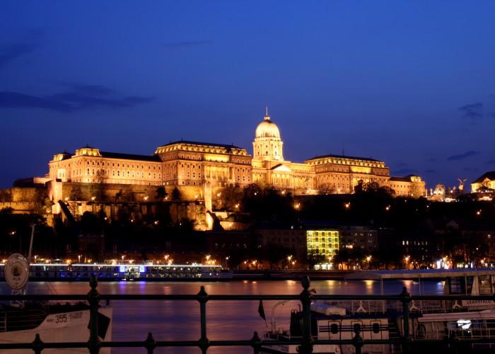 budapest-castle-night