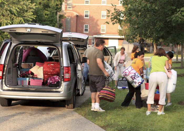 college_move_in_day_parents_students