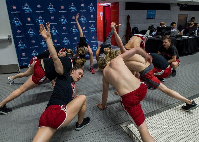 louisville -cardinal-team stretch-