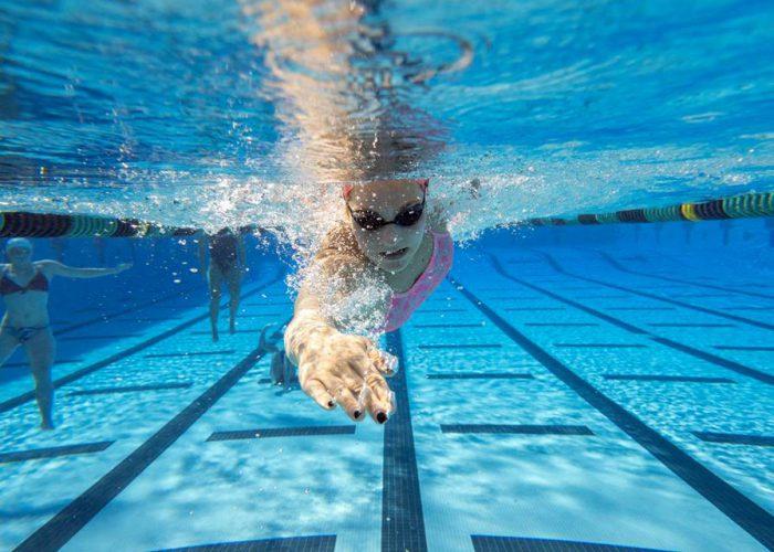 Swimming underwater freestyle