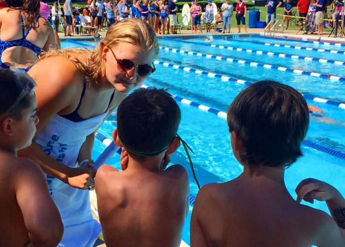 coach-talking-to-swimmers
