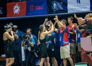 team-cheering-
