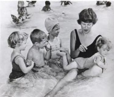 Marilyn Bell teaching children to swim