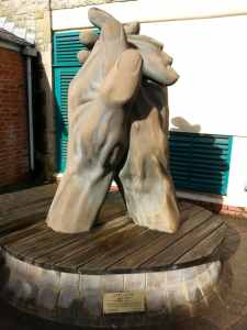 sculpture of hands clapping
