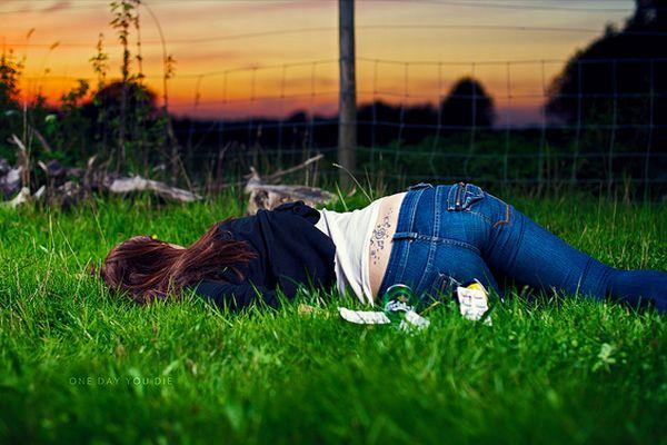 少女が自らの自殺の映像をリアルタイムで配信、その動画がコピーされネットで拡散する