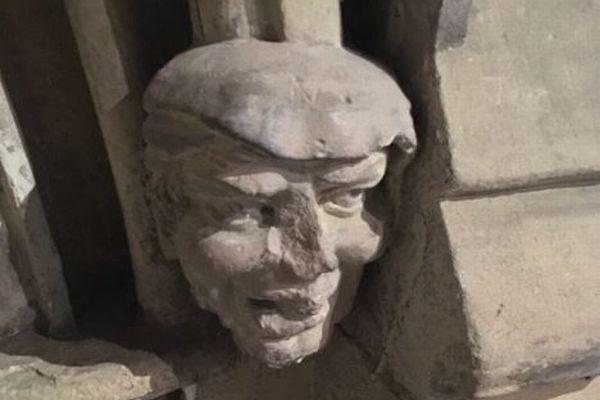 髪型も顔つきもそっくり!英の聖堂に飾られているトランプ大統領に似た石像がユニーク