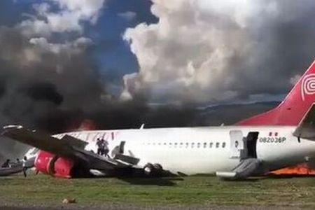 ペルーの旅客機が着陸し炎上、その直後の映像が公開される