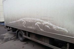 汚れた車に見事な絵を描く、ロシア人アーティストの発想がユニーク