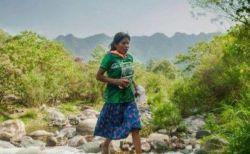 経験なし、靴はサンダル!メキシコ先住民の女性が50キロマラソンで優勝
