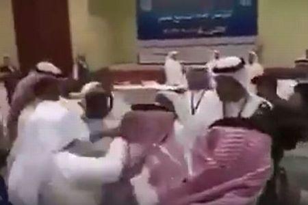 カタールとサウジなどの代表が、会議の席で本気の殴り合い【動画】