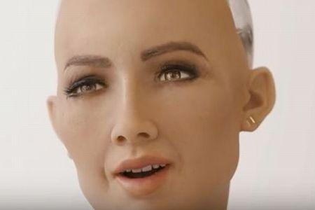 ヒト型ロボット「ソフィア」、豊かな表情を浮かべる姿が驚異的