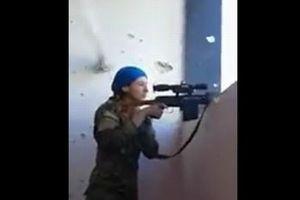 数十センチそばを銃弾が!過酷な戦場でも笑顔を向けるクルド人女性スナイパーがすごい