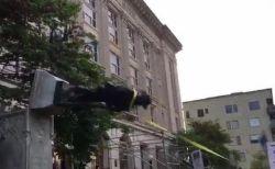 白人至上主義への抗議のため、南軍兵士の像が人々によって引き倒される【動画】
