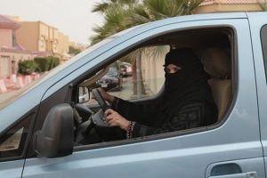 ついにサウジアラビアで女性も車の運転が可能に、国王が正式に許可する
