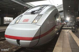 ドイツでアンネ・フランクの名を冠した電車の運行計画が物議に