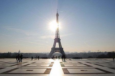 パリの象徴、エッフェル塔の入場料が全面値上げ!その背景とは?