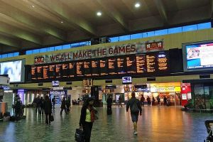 クリスマスの日にロンドンの駅をホームレスに開放、共に祝う取り組みが話題に
