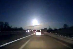 衝撃波を伴った巨大な火球、まばゆい光を放つ姿が米で目撃される