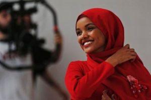 創刊以来初、英版「VOGUE」でヒジャブ姿のイスラム教徒モデルが表紙に