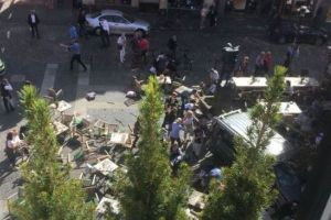 ドイツで車が群集に突っ込み複数人が死傷、再びテロへの不安が広がる