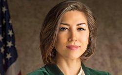 米史上初、ネイティブ出身の知事が誕生か?民主党の女性候補に注目が集まる