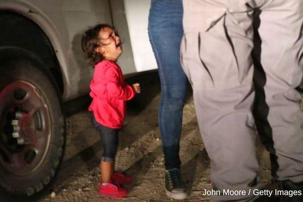 「パパ!ママ!」米で不法移民の親と引き離された子供たちの音声が切ない