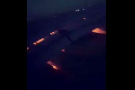 ワールドカップのサウジ代表が乗った旅客機、飛行中にエンジンから出火