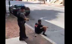 無抵抗で座っていた黒人男性に、警察官が背後からテーザー銃を発砲し問題に